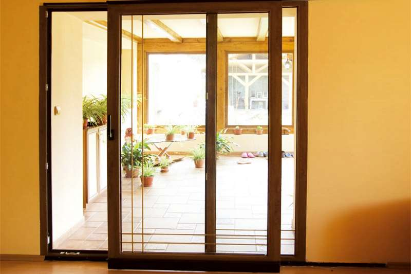 Поворотно-раздвижные наружные двери
