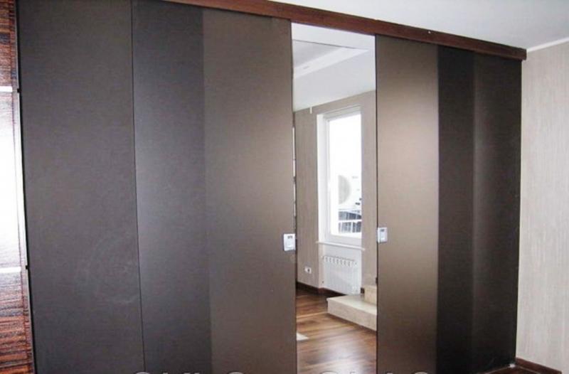 Раздвижные двери стеклянные дерево